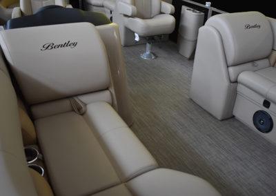 Bentley Navigator 243